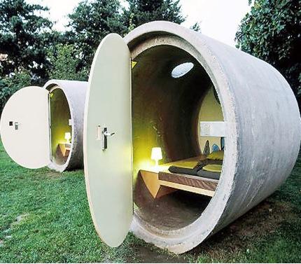 Weird bedroom ideas the design inspirationalist for Weird bedroom designs